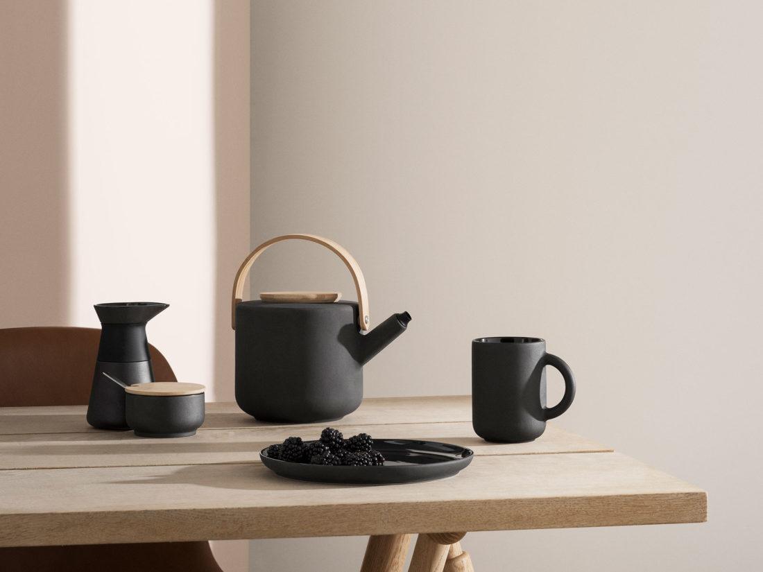 THEO Teapot, Black