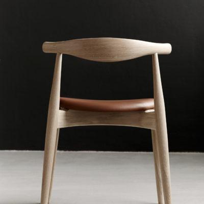 CH20 ELBOW Chair, Oak Oil