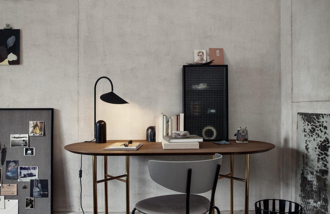 ARUM Table Lamp, Black